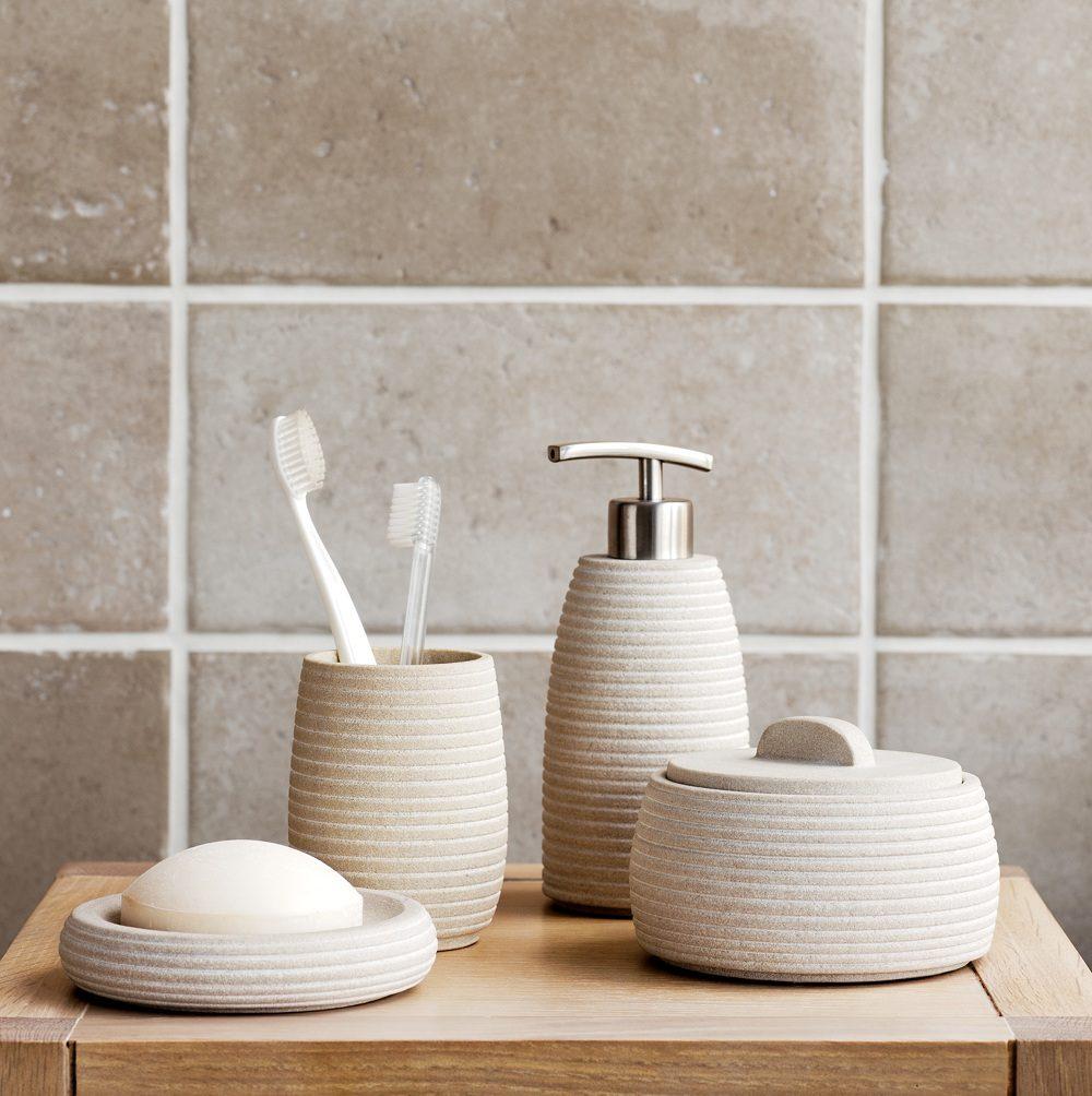 Accesorios de ba o duchas for Conjunto de accesorios de bano