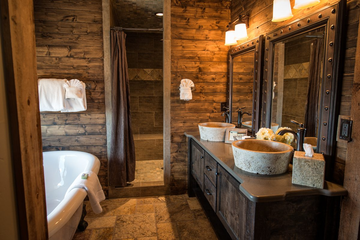 Cuartos de ba o r sticos for Rustic stone bathroom designs