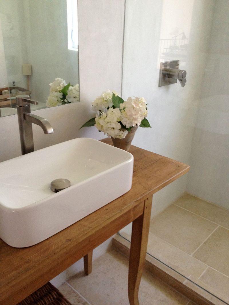 Ba os pequenos estilo vintage for Ideas para lavabos pequenos